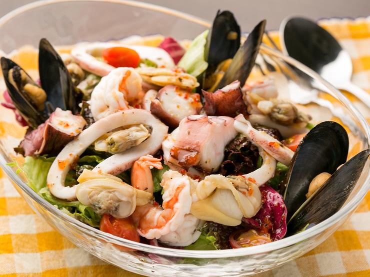 贅沢魚介のサラダ